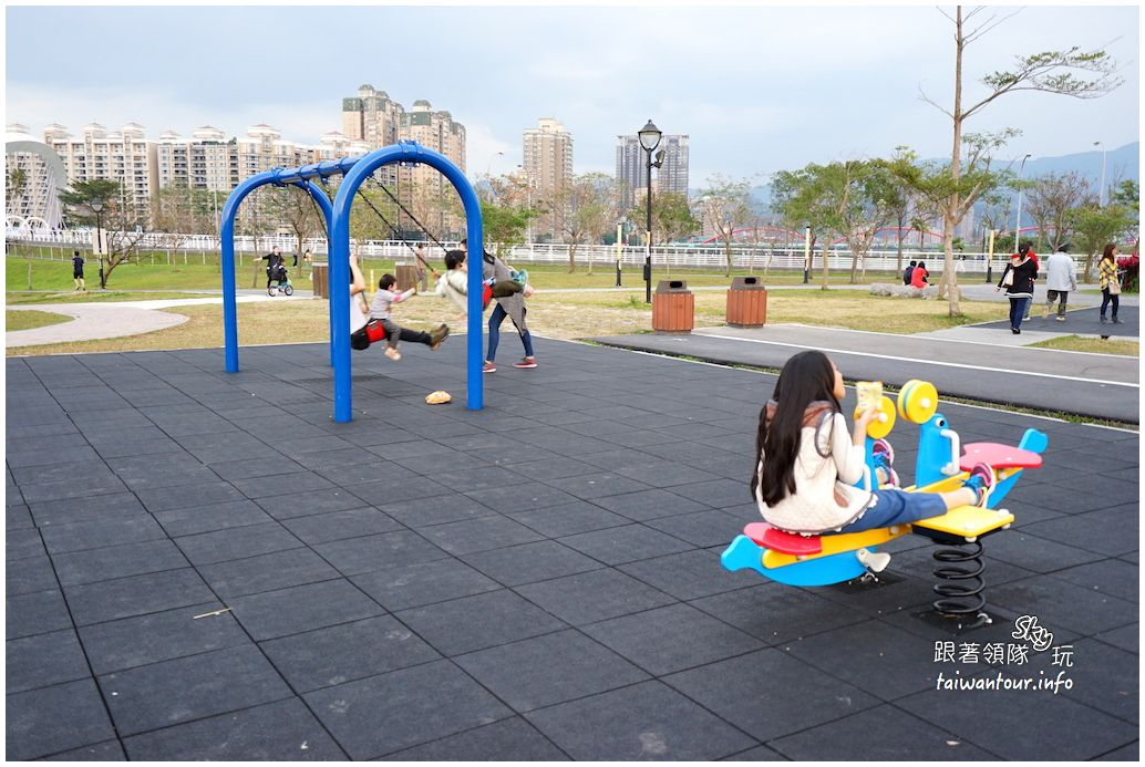 新店景點推薦【陽光運動公園】溜滑梯.草原.遊戲場親子行程