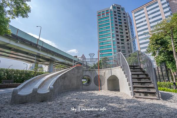 台北親子景點-火車頭造型滑石子溜滑梯【華山公園】