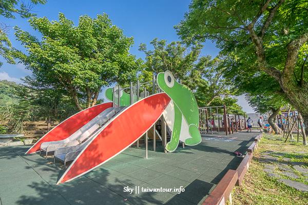台北親子景點【平等國小】士林青蛙溜滑梯