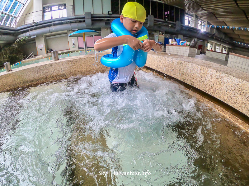 2020台北親子景點【玉泉公園游泳池】室內玩水滑水道雨天備案