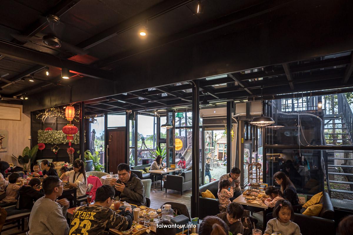 【熊與喵咖啡廳】宜蘭市親子餐廳推薦.會議室.溜滑梯木製廚房